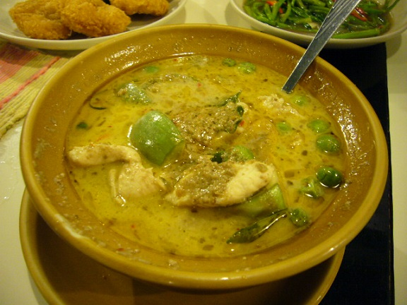 P1140694 Puang keaw green curry1.jpg